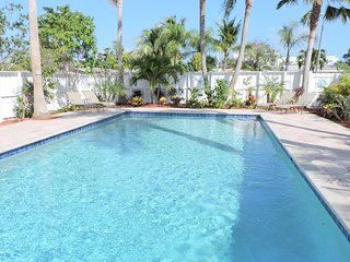 BLUE PEARL 4/2 POOL FOR 10 CLOSE TO BEACHES