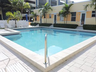 Ocean View Condo 1/1 for 4, Pool & Parking