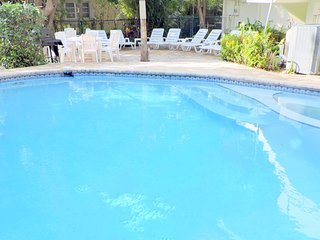 Private Beach 4/4.5 for 14 Heated Pool