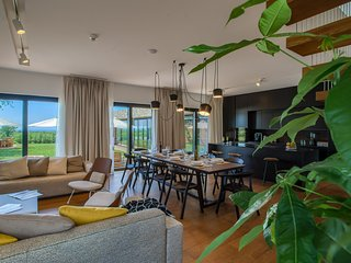 Yellow Tree Jurici Home & Spa: Modern and Comfortable Design Villa