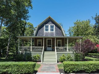 MILLL - Traditional Oak Bluffs Summer Home. Walk to Town and Beach,  Beautiful P