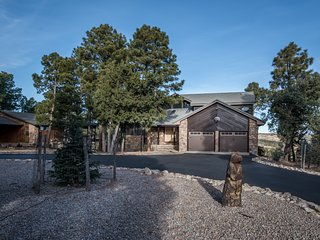 Spacious Alto Village Golf & Country Club Area Cabin w/ Free WiFi & Fireplace