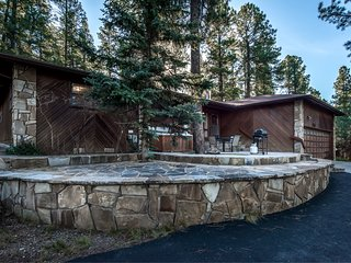 Cabin near White Mountain w/ WiFi, Fireplace, Grill, Hot Tub, Gameroom & LCDTV