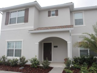 5bd home 10 min to Disney at Storey Lake 3085