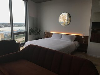 Beautiful Studio Apartment-View of Bridge and River