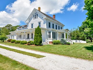 #707:  New Renovation - ol' Cape Cod Estate, beach 10min away