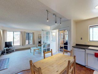 NEW LISTING! Cozy condo w/ ski-in/ski-out access, shared pool, hot tub, and more