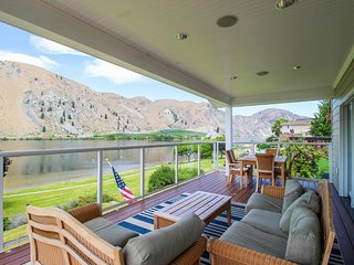 Spacious waterfront house with shared pool and tennis!