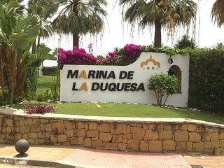 Luxurious Sea front 2 Bed Marina La Duquesa Apartment