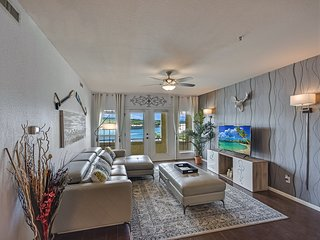 Plush Lake Travis Island Condominium with Lake view!