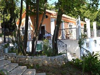 Lazzaro Apartment - Apartment with Balcony