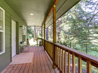NEW LISTING! Secluded forested cottage -near hiking, Hayden Lake & attractions