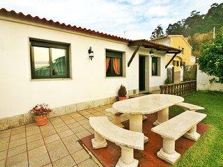 Ref. 10475 Casa con jardín y vistas en Bueu