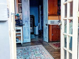 Charming 2 Bedroom Apartment Walking Distance from the French Quarter