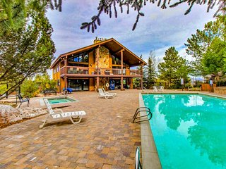 NEW LISTING! Ski-in/-out condo at heart of the Canyons w shared pool, hot tub