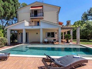 Ruta del vino en Fantastica casa de 360 m2 con bosque, jardin y piscina