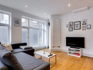 Bright 1bed sleeps 4 on Old Street 10 mins to tube