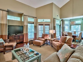 Spacious Home Plus Loft on the Beachside at Sandestin! Golf Course Views! Pool!