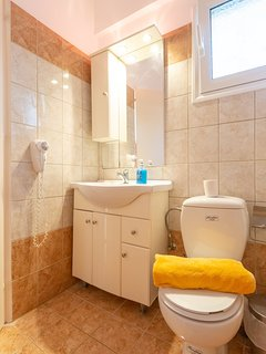 En suite bathroom with bath and overhead shower