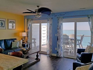 New Beautiful Waterfront Put-in-Bay Condo 2 Lakeside Decks 4BR 3BA -12ppl max