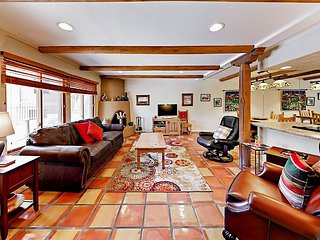 Walk to Santa Fe Plaza! Southwest-Style 2BR w/ Balcony, Pool & Hot Tub