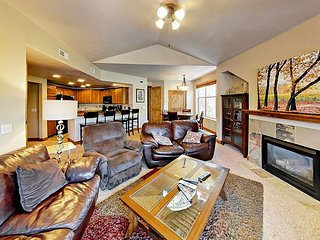 Minutes to Slopes! 3BR Redstone w/ Fireplace & Balcony