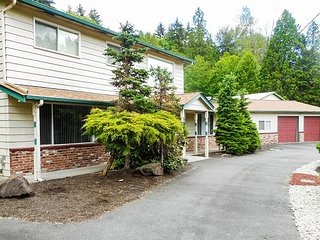 3BR Home in Woodinville Wine Country with Patio – 30 Minutes to Seattle