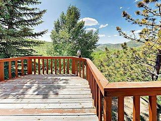 Spacious 5BR Cabin on 2 Acres w/ Private Hot Tub & Stunning Mountain Views