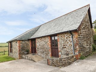 SWALLOW COTTAGE, shared complex, countryside, in Looe