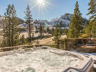Rare Ski-In/Ski-Out 4BR Squaw Valley Celebrity Home - Epic Valley Views