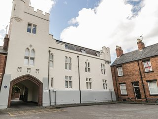9 ALBION MEWS, second floor apartment, WiFi, yards from city walls in Chester