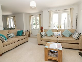 STRAWBERRY COTTAGE, open-plan living, in Penryn