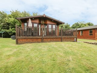 LODGE RETREAT-WOODLAND BUNKER, WiFi, near Berwick-upon-Tweed