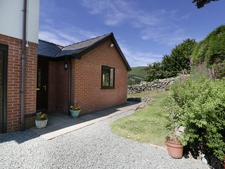 BRYN COED BACH, open-plan, all ground floor, near Llangynog
