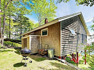Oceanfront 2BR Cottage on Wooded Half Acre w/ Ocean View