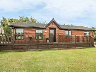 GOLF RETREAT-ON PAR, enclosed garden, near Berwick-upon-Tweed