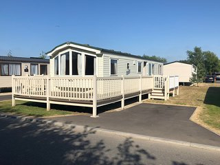 Superior mobile home caravan shared pool Tattershall Lakes