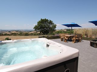 Dog friendly home with fantastic panoramic views, Brand new 7 person hot tub