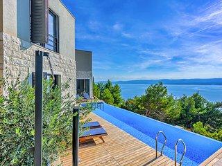 4 bedroom Villa in Mimice, Splitsko-Dalmatinska Zupanija, Croatia : ref 5639123