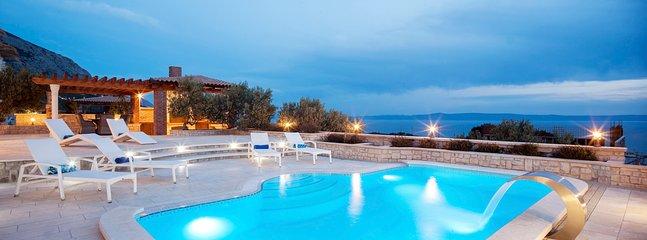 4 bedroom Villa in Veliko Brdo, Splitsko-Dalmatinska Zupanija, Croatia : ref 563