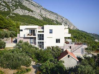 4 bedroom Villa in Veliko Brdo, Splitsko-Dalmatinska Županija, Croatia : ref 563