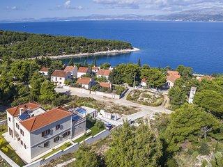 4 bedroom Villa in Splitska, Splitsko-Dalmatinska Zupanija, Croatia : ref 563912