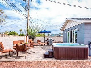NEW LISTING! Spacious home w/hot tub -in heart of town & near outdoor activities