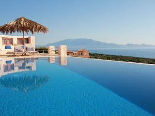 Villa Harmonia with private pool and direct access to the sea