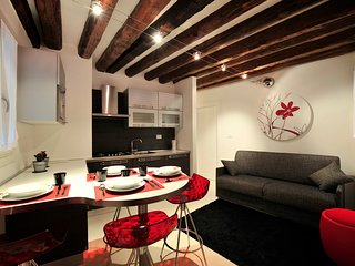 3 bedroom Apartment in Sestiere di Dorsoduro, Veneto, Italy : ref 5248479