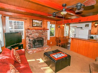 ~Finch Nest~Adorable Eagle Point Cabin~Sun Deck With BBQ~Walk To Lake & Park~
