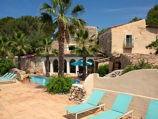 Tuscan Villa near Sitges for 8
