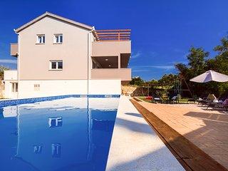 4 bedroom Villa in Tugare, Splitsko-Dalmatinska Zupanija, Croatia : ref 5639529