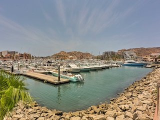 NEW! Upscale Cabo Condo w/ Jacuzzi on the Marina!