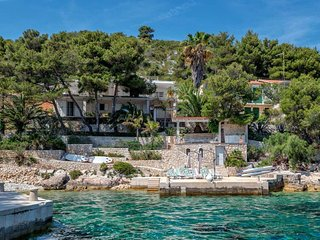 Villa Beach Serenity – Luxurious seafront villa with private beach in Hvar